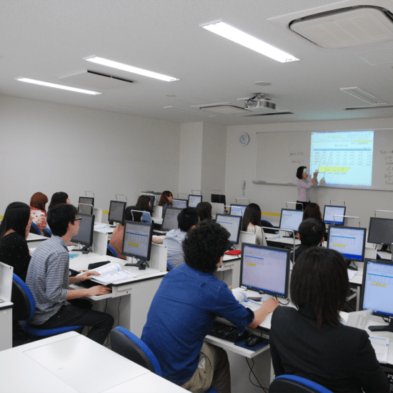 CBC外語商業專門學校-上課